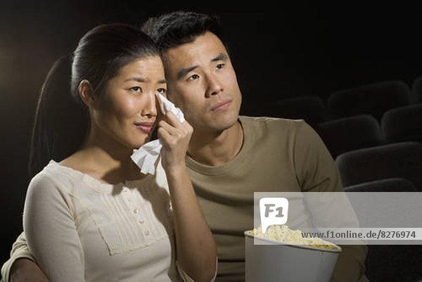 Paar einen traurig Film