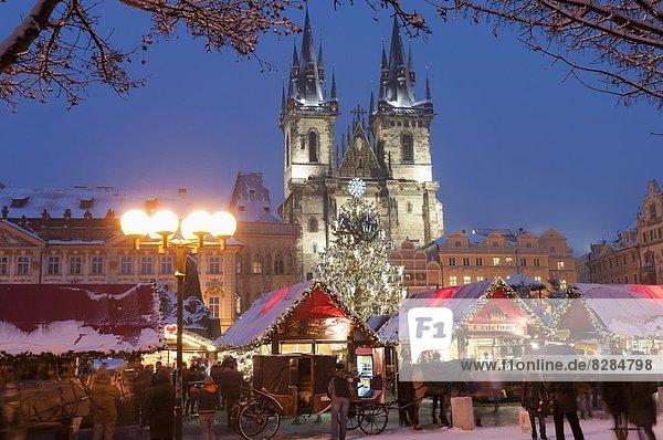 Prag  Hauptstadt  Europa  Fröhlichkeit  bedecken  Zeichen  Kirche  Weihnachten  Tschechische Republik  Tschechien  Tyn  Markt  Signal  Schnee