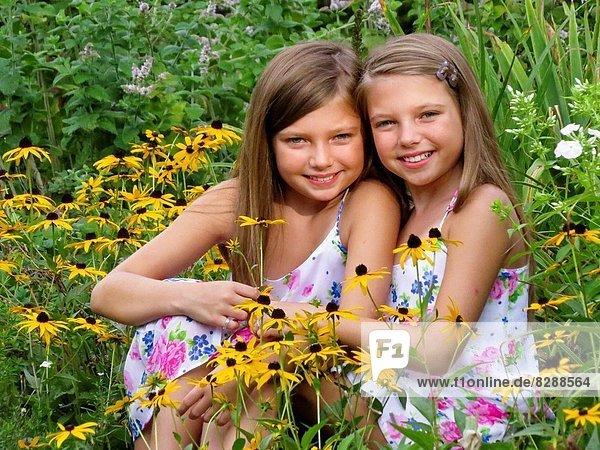 Blume  Zwilling - Person  Garten