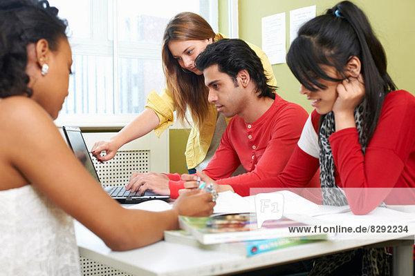 Studenten mit Laptop