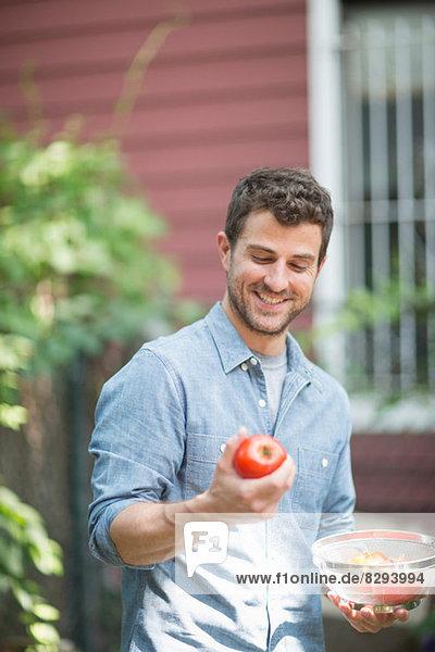 Porträt des Mannes mit Apfel Porträt des Mannes mit Apfel