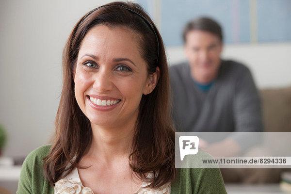 Porträt einer reifen Frau mit Blick auf die Kamera