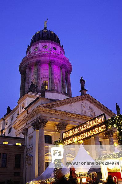 Deutschland  Berlin  Weihnachtsmarkt am Gendarmenmarkt vor dem Konzertsaal Deutschland, Berlin, Weihnachtsmarkt am Gendarmenmarkt vor dem Konzertsaal