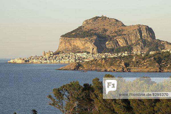 Italien  Sizilien  Blick nach Cefalu