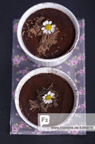 Schokoladenpudding mit Schokoraspeln