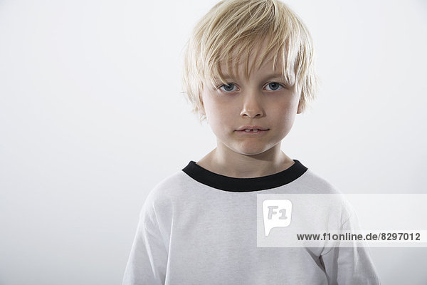 Junge im Fußballtrikot  Portrait