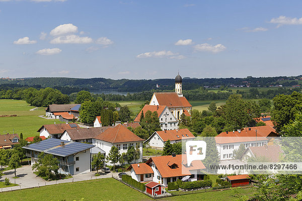 Deutschland  Bayern  Pfaffenwinkel  Blick auf das Dorf Kinsau