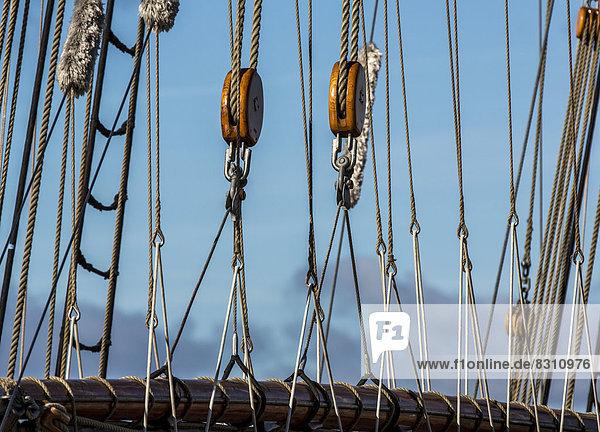 Takelage eines alten Segelschiffes
