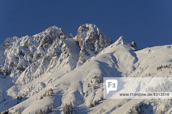 Mittagsspitze und Fiechterspitze  Gebirgslandschaft im Winter
