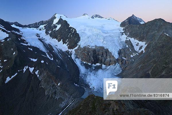 Zuckerhütl mit dem Sulzenauferner Gletscher im Morgengrauen