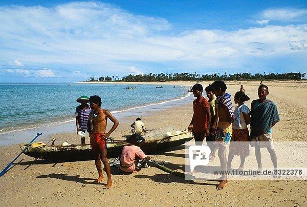 Strand  fangen  Insel  Fischer  Indonesien  sortieren