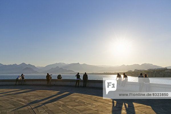 Evening atmosphere with view of the Taurus mountains  Karaalio?lu Park