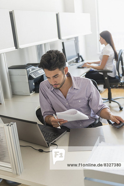 arbeiten  Geschäftsmann  Büro