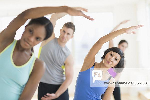 Fitness-Studio  Mensch  Menschen  strecken