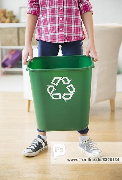 hoch,  oben , nahe , Recycling , halten , 5-9 Jahre,  5 bis 9 Jahre , Mädchen, hoch,  oben , nahe , Recycling , halten , 5-9 Jahre,  5 bis 9 Jahre , Mädchen