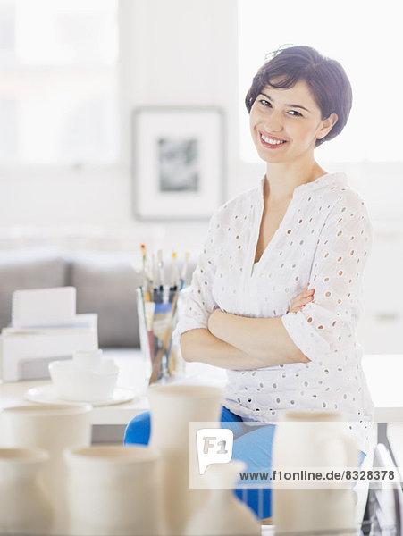Portrait  Frau  lächeln  Kunst  Studioaufnahme