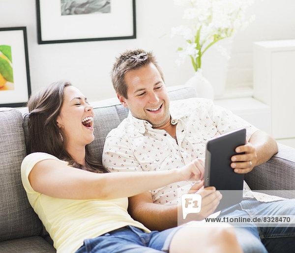benutzen  Portrait  Couch  Spiel  Tablet PC