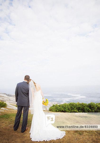 stehend  Ehepaar  Meer  Rückansicht  Ansicht