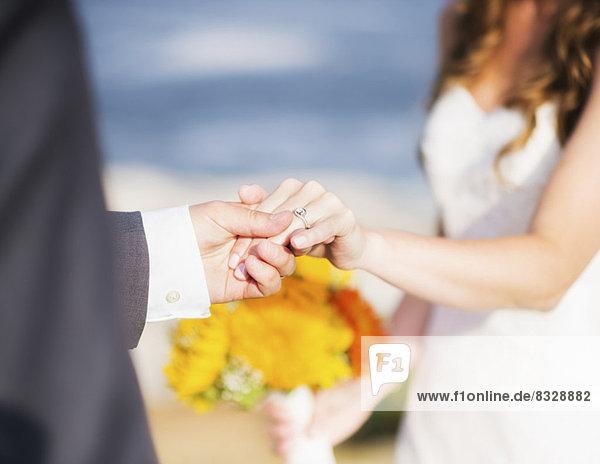 hoch  oben  nahe  Braut  Bräutigam  halten