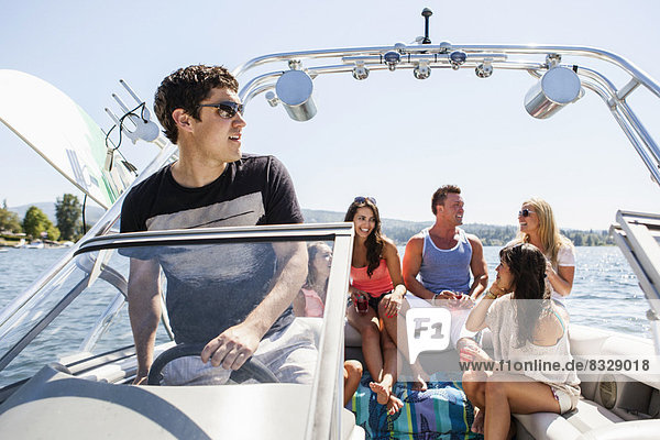 Fröhlichkeit  Mensch  Menschen  fahren  Rennboot  jung  mitfahren
