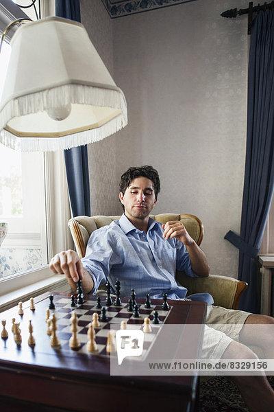 Portrait  Mann  Spiel  jung  Schach