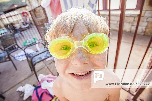Pose  Junge - Person  Schutzbrille  schwimmen  5-6 Jahre  5 bis 6 Jahre