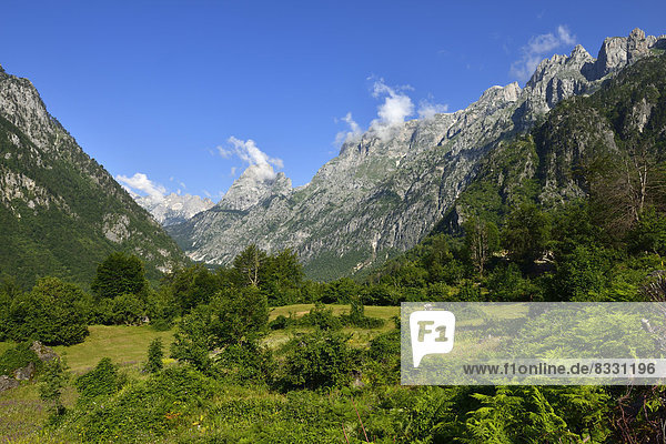 Albanien  Albanische Alpen  Berggipfel über dem Valbona-Tal  Valbona-Nationalpark