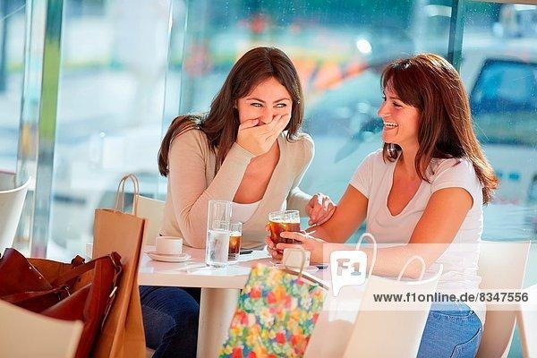 Frau  nehmen  Schwester  Terrasse  Kaffee  40  Spanien