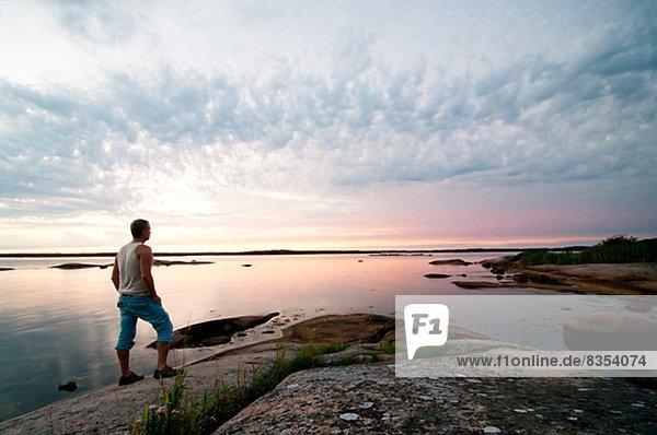 Mann  sehen  Sonnenuntergang  Ansicht  Ronneby  Blekinge  Schweden