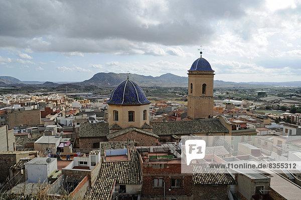 Kuppel und Turm der Kirche San Pedro Apostol  Agost  Provinz Alicante  Spanien
