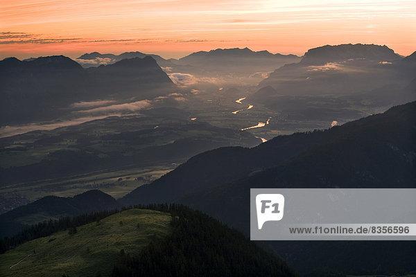 Inntal in den frühen Morgenstunden  Wörgl  Tiroler Unterland  Tirol  Österreich