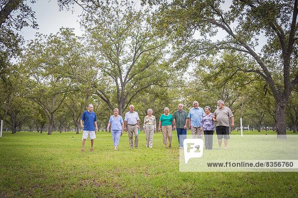 USA  Texas  Seniorengruppe im Park