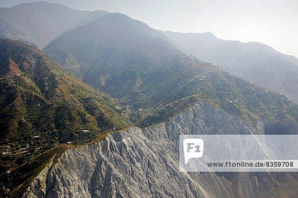 zeigen Berg Tal rutschen Fokus auf den Vordergrund Fokus auf dem Vordergrund Erdbeben