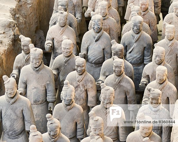 Terracotta warrior figures in the Tomb of Emperor Qinshihuang  Xi'an  Shaanxi Province  China