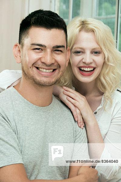 Porträt eines glücklichen Paares