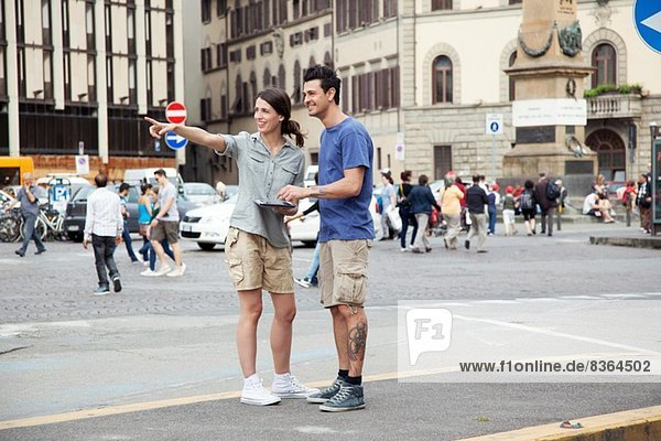 Young couple on city break  Florence  Tuscany  Italy