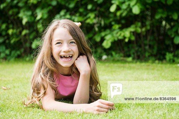 Porträt des lachenden Mädchens