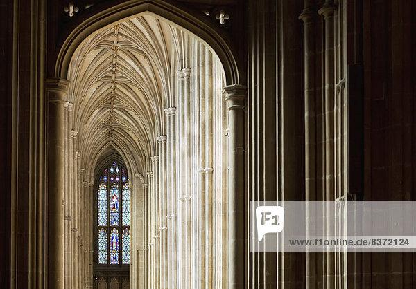 Korridor  Korridore  Flur  Flure  Fenster  Glas  Schmutzfleck  Brücke  Decke  England  Kent