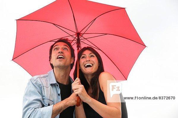 lächeln  Regenschirm  Schirm  unterhalb