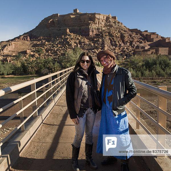 Mann  Pose  Tourist  Ait Benhaddou  marokkanisch  Marokko