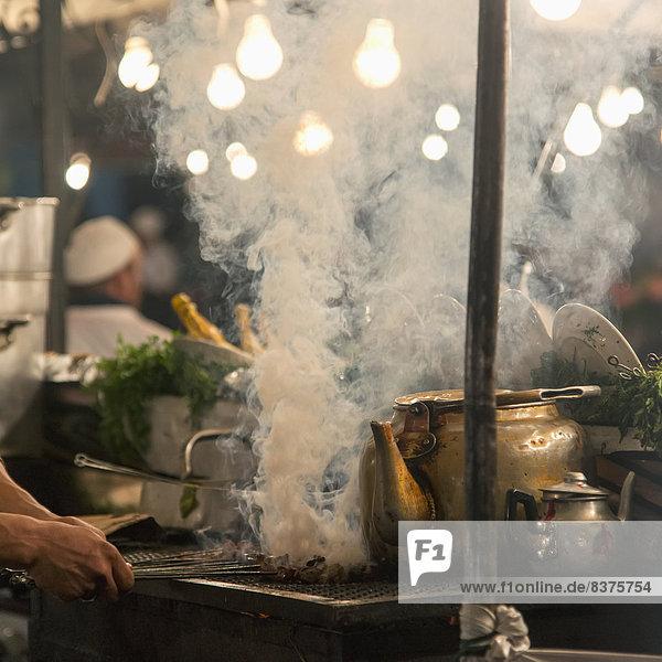 kochen  Wärme  über  Wasserdampf  Marrakesch  Marokko  Ofen