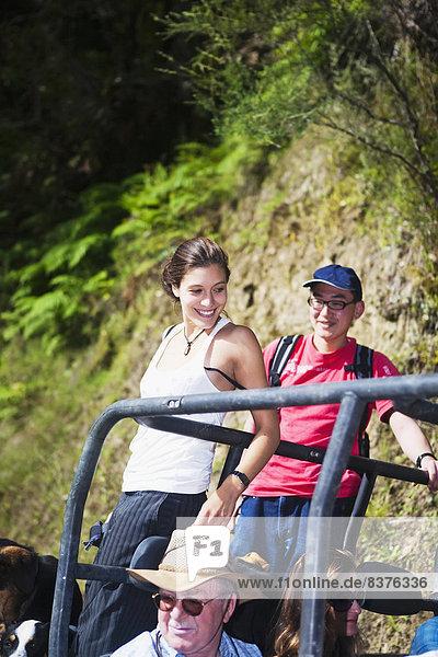 Nationalpark Forschung arbeiten Bauernhof Hof Höfe Tagesausflug Boden Fußboden Fußböden Lodge Landhaus Touristin Kinderwagen blau Entdeckung Ente neu Neuseeland