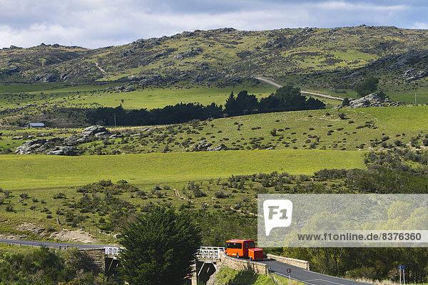 Außenaufnahme  Landschaftlich schön  landschaftlich reizvoll  fahren  strecken  Fernverkehrsstraße  Omnibus  Geographie  neu  Neuseeland  Otago  Trasse