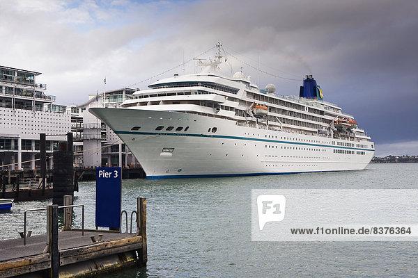 Fischereihafen  Fischerhafen  Dock  Schiff  Kreuzfahrtschiff  sprechen  Auckland  Neuseeland  Viadukt