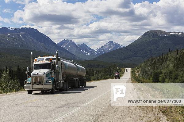 nahe  Transport  Lastkraftwagen  Bundesstraße  Kopfball  3  Alaska  Kanada  Süden  Yukon