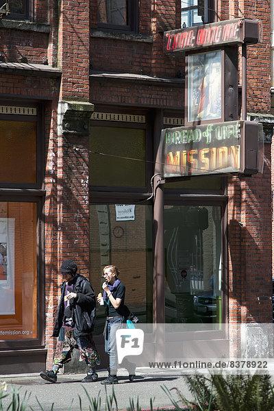 Vereinigte Staaten von Amerika  USA  Mensch  zwei Personen  Lifestyle  Menschen  gehen  Brot  2  Obdachlosigkeit  Aufgabe  Seattle