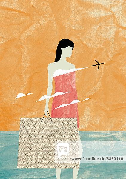 Frau mit großer Strandtasche und Flugzeug