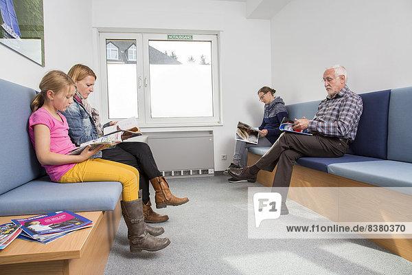 Wartezimmer in einer Zahnarztpraxis  Deutschland