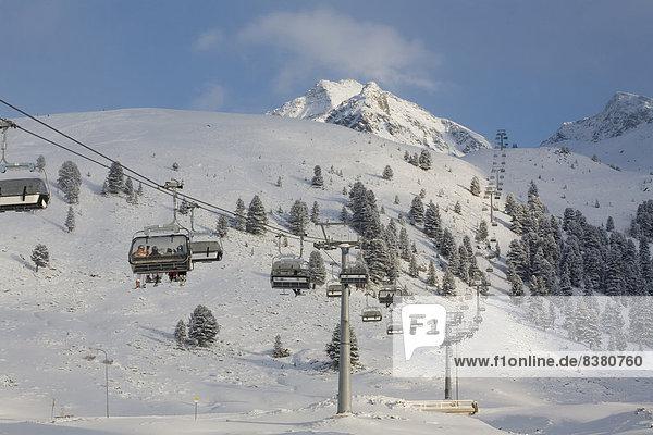 Sessellift im Skigebiet Kühtai  Sellraintal  Tirol  Österreich