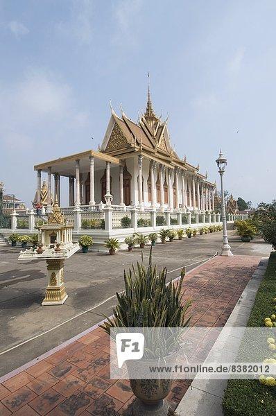 Phnom Penh  Hauptstadt  Boden  Fußboden  Fußböden  Menschenreihe  Silber  Name  Kambodscha